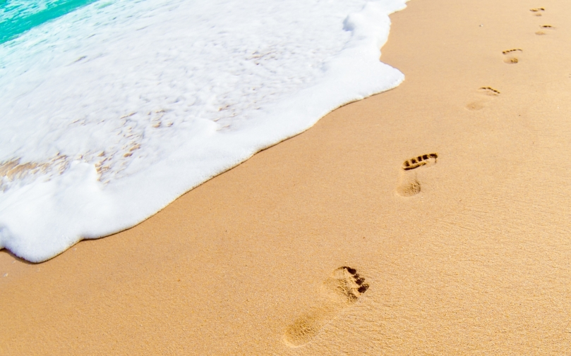 footprints-in-the-sand-uhd-wallpapers.jpg