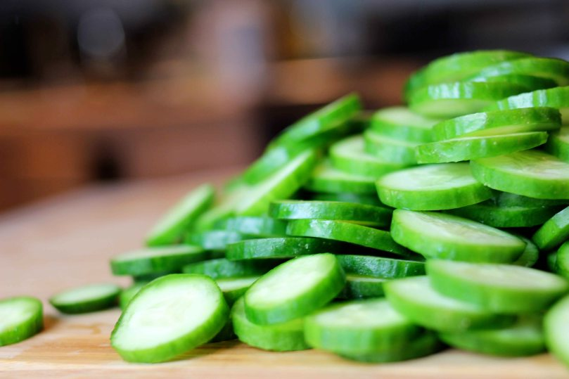 fresh-garlic-and-dill-pickles-cucumbers-cut-2